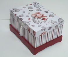 Caixa tipo holandesa em mdf, toda forrada na parte externa com papel de scrapbook e flocada na parte interna de bordô. Altered Boxes, Decoupage Paper, Jewellery Boxes, Casket, Wood Boxes, Country Chic, Beautiful Roses, Painting On Wood, Decorative Boxes