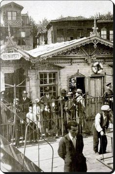 The years of 1930 … Yenikoy Pier - Travels Best Places To Travel, Places To See, Old Pictures, Old Photos, Istanbul Pictures, Middle East Culture, Architecture Old, Cultural Architecture, Historical Pictures