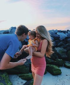 Couple Pregnancy Pictures, Teen Couple Pictures, Couple Goals Teenagers, Mom Pictures, Cute Baby Pictures, Maternity Pictures, Pregnancy Photos, Breastfeeding Photos, Kid Pics
