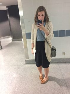 Modest casual airport outfit – A Pair of Us Capri Pants, Casual Outfits, Outfit Ideas, Pairs, Fashion, Moda, Capri Trousers, Casual Clothes, Fashion Styles