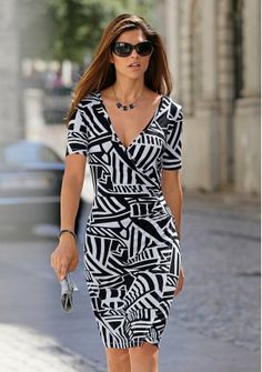 Платье - http://www.quelle.ru/young/Woman_collection/Dresses/Daily_dresses/Plate__r1204036_m288478.html?anid=pinterest&utm_source=pinterest_board&utm_medium=smm_jami&utm_campaign=board1&utm_term=pin25_14032014  Удобное и элегантное платье с эффектом запаха и графическим принтом: выгодно подчеркивает линию декольте. #quelle #dress #graphic #print #musthave