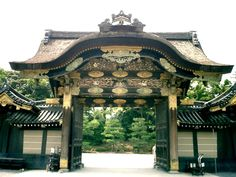 Karamon (Chinese-style) Gate at Nijo Castle in Kyoto, Japan. Black lacquer and gold metal fittings. Covered in carved and polychromed auspicious birds and butterflies. An architecture of intimidation, top-heavy. Japanese Gate, Japanese Style, Chinese Style, Nijo Castle, Kyoto Japan, Roof Styles, Exotic Places, Japanese Architecture, Ancient Civilizations