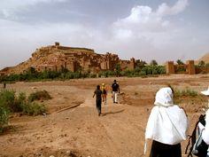 Explorando el desierto en Marruecos tras haber pasado el Atlas. Como el escenario de una película, la mente se transporta a otro tiempo y surge la magia.