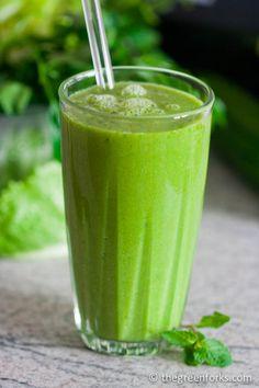 Super DETOX Green Cleansing Smoothie @ TheGreenForks.com #vegan