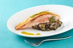 Pavé de saumon croustillant au parmesan et caviar d'aubergines fumées