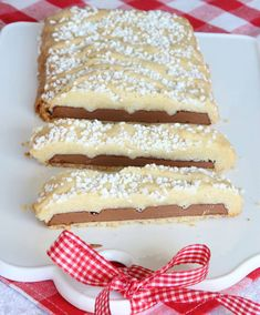 Mördegsinbakad mjölkchoklad – Lindas Bakskola Fika, Vanilla Cake, Cheesecake, Bread, Desserts, Student, Inspiration, Dog, Tailgate Desserts