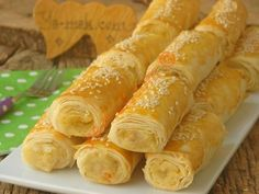 Yufkadan Patatesli Börek Tarifi Pastry Recipes, Cooking Recipes, Turkish Recipes, Ethnic Recipes, Cauliflower Curry, Iftar, Fresh Rolls, Hot Dog Buns, Food Videos