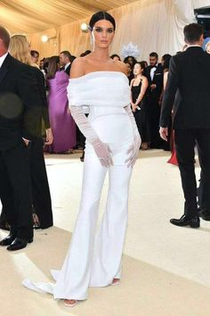 Gala Dresses, Red Carpet Dresses, Nice Dresses, Sheath Dresses, Kendall Jenner Estilo, Kendall Jenner Outfits, Kendall Jenner White Dress, Kendall Jenner Jumpsuit, Kendall White