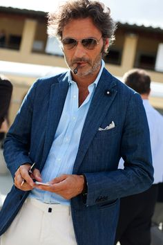 Generally speaking Italian men look very stylish and polished. The way men dress in Florence, for example, it almost looks like style is something completely effortless for them, something that comes automatically and naturally for them. Who knows, maybe it does. And it's usually the small touches that make the biggest impression, like a well cut suit, matching belt and shoes, a raised collar of a shirt or simply the way they comb their hair. I'm telling you, it's either just one of the…