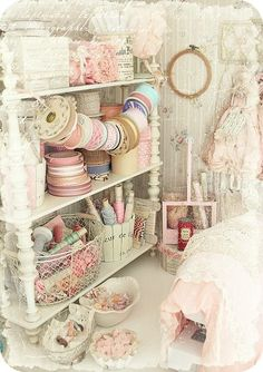 Victorian and Shabby Chic craft room. Victorian and Shabby Chic craft room. Shabby Chic Kunst, Shabby Chic Mode, Cottage Shabby Chic, Shabby Chic Crafts, Shabby Chic Interiors, Shabby Chic Living Room, Shabby Chic Bedrooms, Shabby Chic Kitchen, Shabby Chic Style