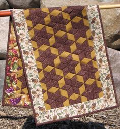 This is just woven tubes and is double sided. Table Runner Tutorial, Table Runner Pattern, Table Runner And Placemats, Quilted Table Runners, Quilting Tips, Quilting Projects, Sewing Projects, Small Quilts, Mini Quilts