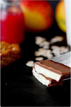 kinder-counrty Home Made : testé et approuvé avec juste 1 galette de riz, 3/4 de chocolat blanc et 1 tablette de chocolat au lait, un moule silicone pour financiers