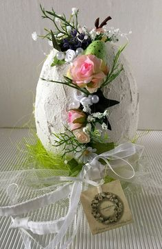 Easter egg flower decoration Easter egg flower decoration from simply beautiful on Etsy Easter Flower Arrangements, Easter Flowers, Flower Centerpieces, Egg Crafts, Crafts To Do, Easter Crafts, Diy Easter Decorations, Flower Decorations, Art Floral