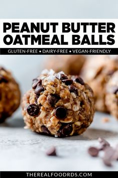 The popular duo of peanut butter and chocolate come together with whole grain oats, flax, and chia seeds to make these no-bake, Gluten Free Peanut Butter Oatmeal Balls (vegan friendly). Perfect for meal prepping, lunch packing, easy snacking and pre-workout fuel. This recipe is gluten-free, dairy-free and vegan-friendly. Gluten Free Snacks, Vegan Snacks, Easy Snacks, Gluten Free Recipes, Healthy Snacks, Vegan Recipes, Blender Recipes, Eating Healthy, Vegan Breakfast Recipes