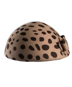 Leopard Bow Beret        This hat has been made from a pure wool blend fabric, with a soft hand feel. The details include: a leopard main , single bow detailing, in a luxurious style.