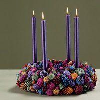 Den farverige adventskrans, der er inspiration til mange andre kranse