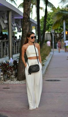 Pin de brooke girardi em fashionista fashion, vacation style e white two pi Street Style Outfits, Casual Outfits, Cute Outfits, Fashion Outfits, Fashion Trends, Miami Outfits, Fashion Ideas, Fashion Updates, Party Outfits