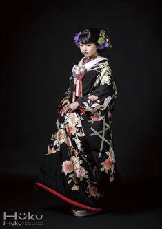 色打掛『籠目に桜と橘』。 品格漂う総手刺繍のこの打掛は山口美術織物謹製。 【縁-enishi-】