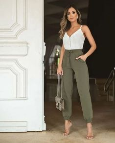 145 casual women work outfits Cómo combinar una blusa Professional Business Attire for Young Women outfits women heels formal outfits. Casual Work Outfits, Professional Outfits, Classy Outfits, Stylish Outfits, Summer Casual Outfits For Women, Summer Business Casual Outfits, Formal Outfits, Business Attire, Jogger Outfit