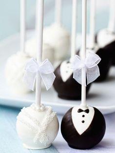 Die besondere Hochzeitsidee: Cake Pops als Braut und Bräutigam. Das Tolle: Die kleinen Kunstwerke sind kinderleicht nachzumachen. Rezept und Video.
