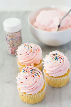 Cotton candy frosting - Sweeter With Sugar - Pin Cupcake Recipes, Cupcake Cakes, Dessert Recipes, Baking Cupcakes, Icing Recipes, Frosting For Cupcakes, Muffins Frosting, Frost Cupcakes, Sweet Cupcakes