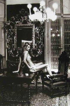 Charlotte Rampling - Hotel Nord Pinus II, Arles, 1973 par Helmut Newton