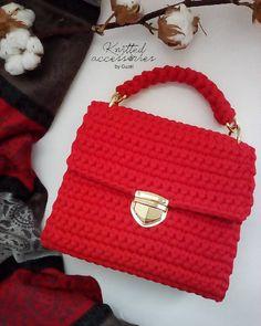 Красная связана на заказ для @alisamirza. Возможен повтор в любом цвете! __________________ Для заказа пишите в директ или воцап +79179343188. #сумкиизтрикотажнойпряжи#вязаныесумки#сумкикрючком#сумки#сумка#кроссбоди#клатч#вязаныеаксессуары#вязание#вяжутнетолькобабушки#ярмаркамастеров#своимируками#ручная_работа#ручнаяработа#хендмейд#хэндмейд#рукоделие#ямама#инстамама#handmade#knit#crochet#knittingbag#crocheting#bags#стиль
