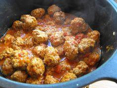 Almôndegas em molho de tomate - http://gostinhos.com/almondegas-em-molho-de-tomate/