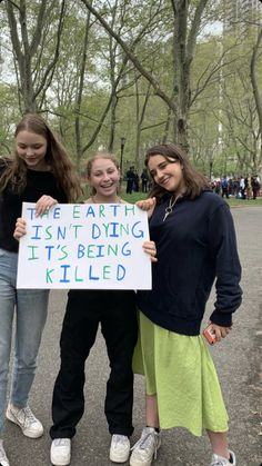 Over students skip school in Belgium to protest climate change Protest Posters, Protest Signs, Save Our Earth, Save The Planet, Was Ist Pinterest, Global Warming, Change The World, Climate Change, Equality