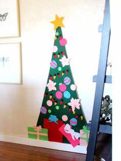 Kid-Friendly Felt Tree. #crafts http://www.ivillage.com/decorated-christmas-tree-photos/7-b-503464#503810