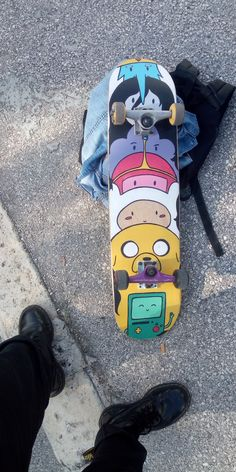 I want a longboard please Painted Skateboard, Skateboard Deck Art, Skateboard Design, Skateboard Girl, Skateboard Clothing, Penny Skateboard, Diy Skate, Art Patin, Draw Character