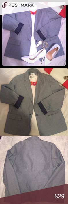 Women's Alfred dunner checkered blazer❤️ Fashionable navy & white checkered women's blazer. Size 14, vest 65% polyester/35% Rayon. Inside of blazer 100% polyester non stretching material. One button and two pockets one on each side. In great condition. Alfred Dunner Jackets & Coats Blazers