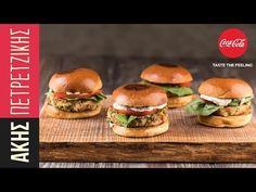 Burger με τόνο από τον Άκη Πετρετζίκη. Φτιάξτε μπιφτέκι τόνου, κλείστε το ανάμεσα σε δύο ψωμάκια, βάλτε λαχανικά και θα έχετε ένα υπέροχο burger θαλασσινών!! Salmon Burgers, Ethnic Recipes, Food, Salmon Patties, Meal, Eten, Meals