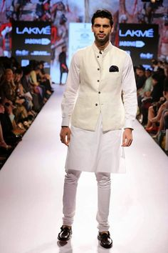 Royal yet relaxed: Raghavendra Rathore Keeps it Safe & Classic for his S/R 2015 Collection: Lakme Fashion Week