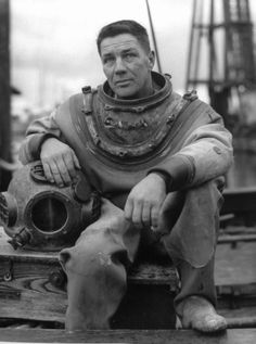 diver-al-abramson-sitting-on-the-side-of-the-deck-wearing-his-diving-picture