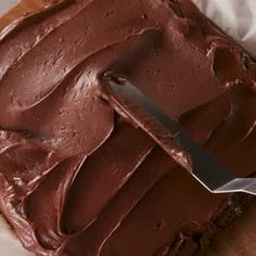 Stuffed Brownies are the ultimate decadent dessert.Kit Kat Stuffed Brownies are the ultimate decadent dessert.Kat Stuffed Brownies are the ultimate decadent dessert.Kit Kat Stuffed Brownies are the ultimate decadent dessert. Easy Desserts, Delicious Desserts, Yummy Food, Baking Recipes, Cake Recipes, Dessert Recipes, Quick Dessert, Tasty Videos, Food Videos