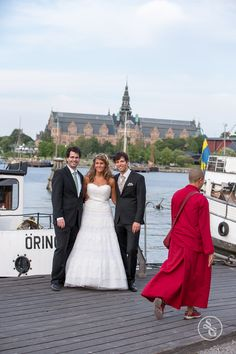 Simon Gorges is a natural candid wedding photographer specialising in creating memories that let you reminisce together for years to come. Stockholm, Bridesmaid Dresses, Wedding Dresses, Candid, Storytelling, Sweden, Destination Wedding, Scenery, Groom