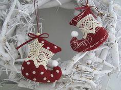 Zwei Stiefel für Weihnachten im Landhaus - Stil