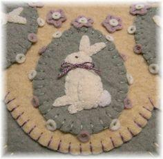Vintage Bunnies Penny Rug/Candle Mat Set pdf by pennylaneprims Felted Wool Crafts, Felt Crafts, Easter Crafts, Holiday Crafts, Bunny Crafts, Easter Decor, Easter Ideas, Penny Rug Patterns, Wool Applique Patterns