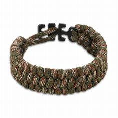 Paracord armband - Camo. http://www.urbansurvival.nl/index.php?item=paracord-armband---camo&action=article&group_id=10000281&aid=34488&lang=nl#