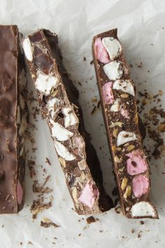 This is the only recipe I use to make rocky road. It's excellent and everybody loves it. - hrrowles ❤️ An amazingly easy slice that will make the taste buds dance! Fudge Recipes, Baking Recipes, Dessert Recipes, Xmas Food, Christmas Cooking, Christmas Entertaining, Rocky Road Chocolate, Christmas Treats, Christmas Hamper