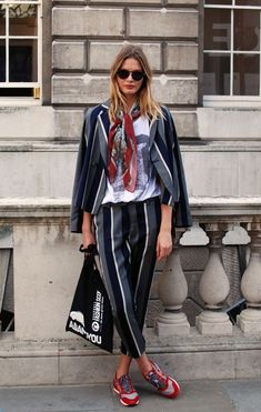 See our very easy, relaxed & basically cool Casual Outfit ideas. Get encouraged with your weekend-readycasual looks by pinning one of your favorite looks. casual outfits for teens Black Blazer Business Casual, Business Outfit, Business Suits, Casual Blazer, Fashion Mode, Look Fashion, Womens Fashion, Fashion Trends, French Fashion
