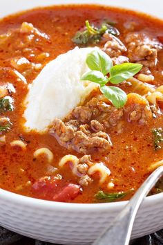 Quick One Pot Lasagna Soup Recipe with Ground Beef, Onion, Bell Pepper, Garlic, Thyme, Brown Sugar, Chicken Broth, Tomatoes, Italian Seasoning, and Parmesan Cheese - 10 Minute Prep Time