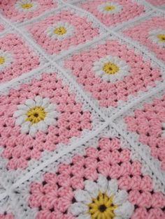 Babydeken (met link naar gratis patroon) / babyblanket (with link to free pattern) - - Babydeken (met link naar gratis patroon) / babyblanket (with link to free pattern) Babydeken (met link naar gratis patroon) / babyblanket (with link to free pattern) Manta Crochet, Crochet Granny, Crochet Stitches, Crochet Baby, Crochet Patterns, Knitting Projects, Crochet Projects, Granny Square Blanket, Granny Squares