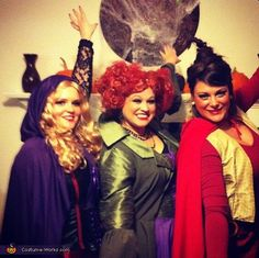 The Sanderson Sisters, Hocus Pocus - Homemade Halloween Costumes. Ahh we should do this Anna and Holly, since we love Hocus Pocus so much. Hocus Pocus Halloween Costumes, Homemade Halloween Costumes, Halloween Costume Contest, Group Halloween, Happy Halloween, Halloween Party, Halloween Stuff, Cute Costumes, Creative Halloween Costumes