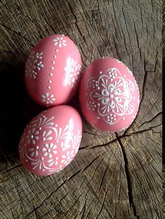 eggs wax Set of 3 Pink Hand Decorated Colours Painted Chicken Easter Egg, Traditional Slavic Wax Pinhead Chicken Egg, Kraslice, Pysanka Making Easter Eggs, Easter Egg Dye, Easter Arts And Crafts, Egg Crafts, Happy Easter Pictures Inspiration, Easter Egg Designs, Easter Ideas, Diy Easter Decorations, Easter Weekend
