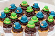 mini cupcakes patati patata!! esse dá pra eu fazer!!! ;) Só falta os chapéuzinhos :P