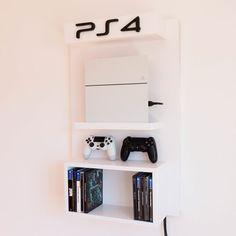 Con nuestro nuevo soporte de pared ps4, podrás colocar tu consola en la pared junto a tus juegos, dandole un toque decorativo a tu habitación.