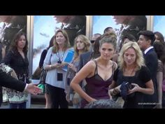 "Stana Katic runs to her fans at the ""Elysium"" World Premiere on August 7, 2013"