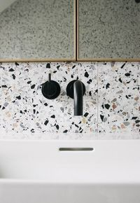 Can You Handle This Trend? - Terrazo - In case you didn't notice, the 'terrazzo' design trend is making a huge comeback this year, and we are already in love wi Bathroom Interior, Interior Design Kitchen, Interior Livingroom, Interior Plants, Kitchen Splashback Tiles, Terrazzo Tile, Bathroom Inspiration, Small Bathroom, Bathroom Black